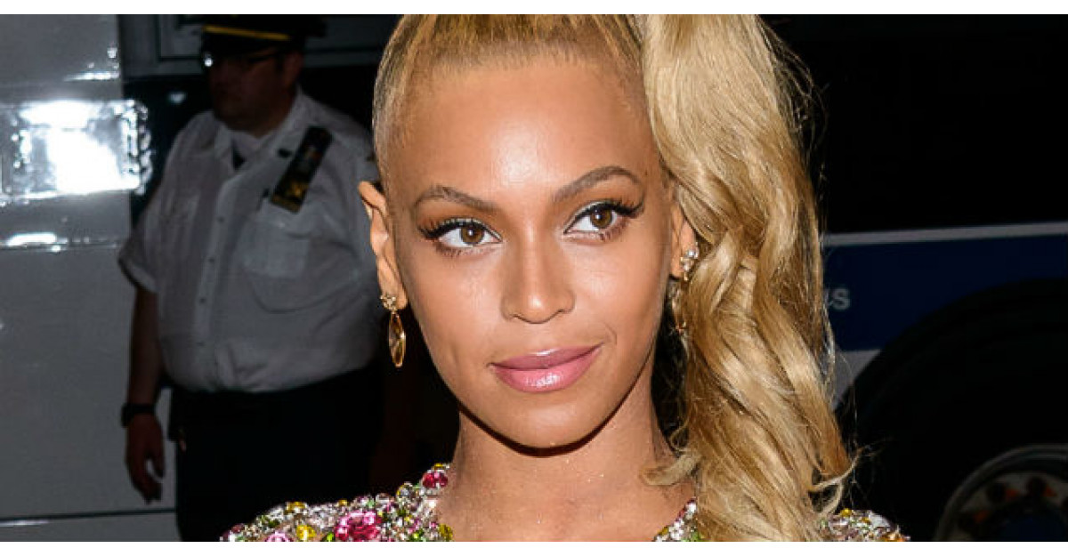 Foto: Beyonce, aproape DEZBRACATA pe covorul rosu. Voi ati purta o asemenea tinuta?