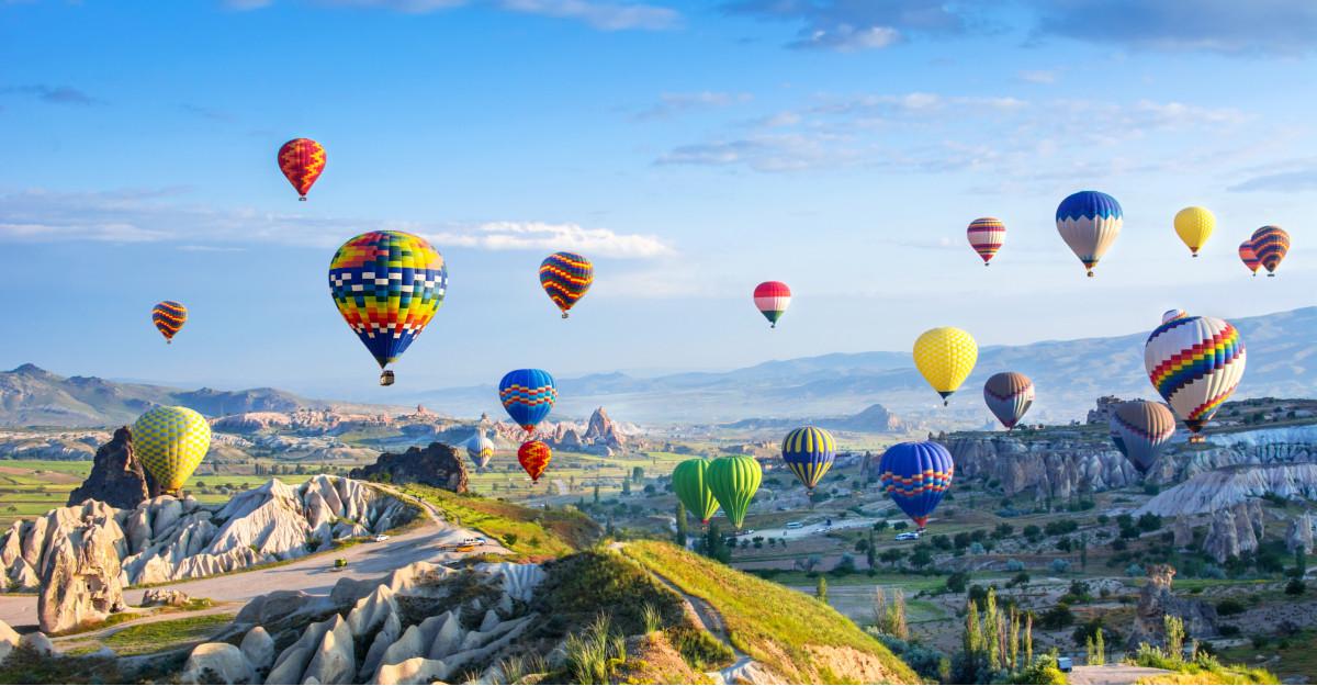 400 de piloți și echipaje din Europa vor celebra eroii români - 100 baloane pentru România