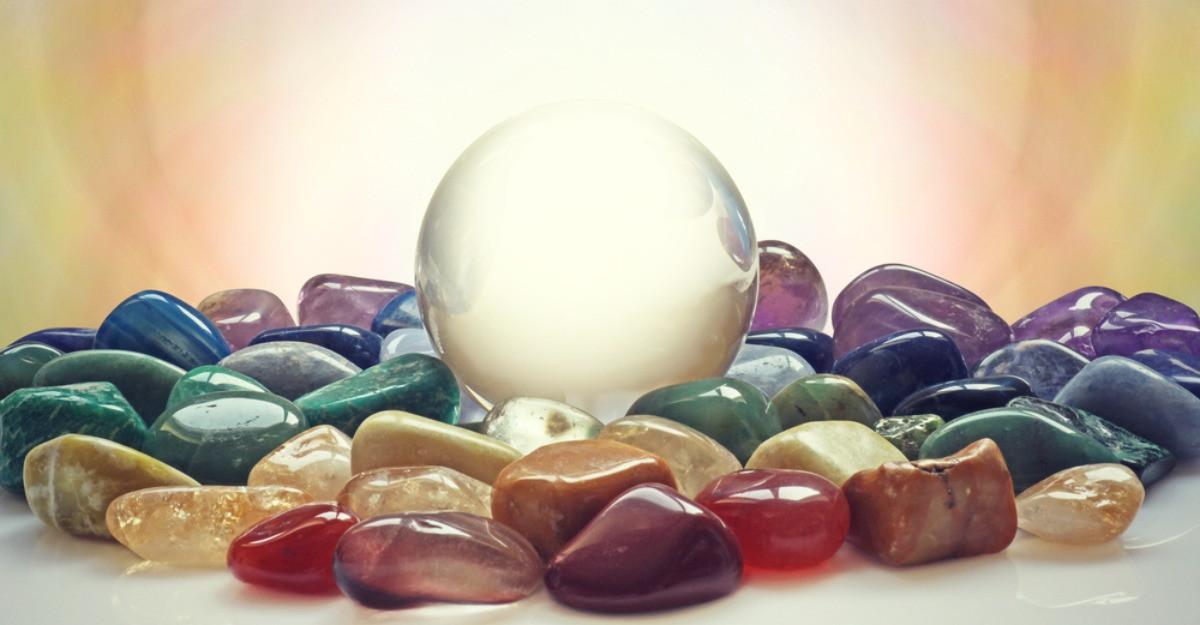 3 cristale magice pentru practica ta yoga