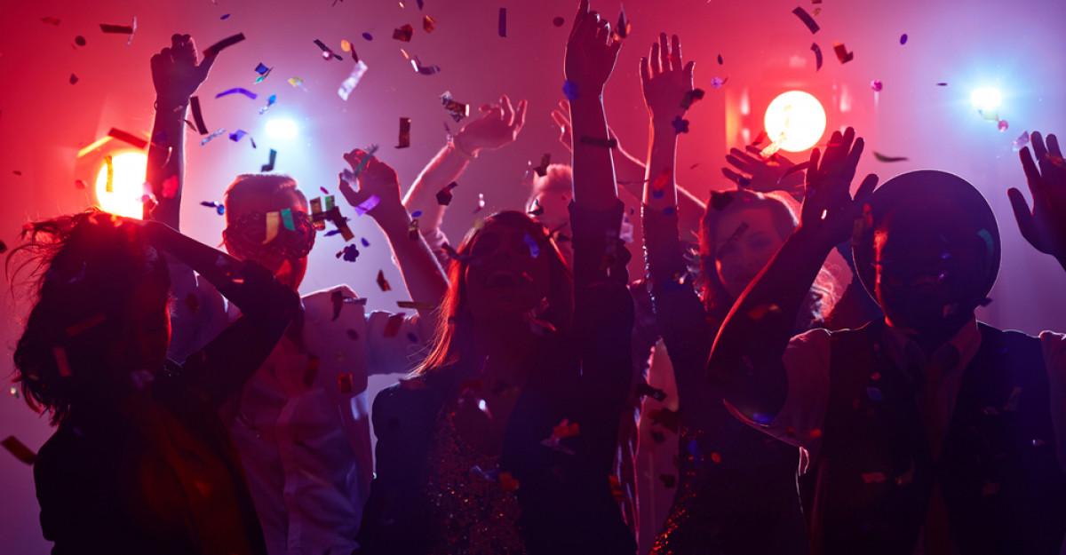 Dansează La Bairam pe muzica din adolescență!
