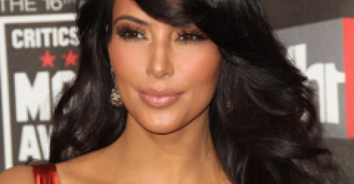 Kim Kardashian triseaza in cel mai josnic mod