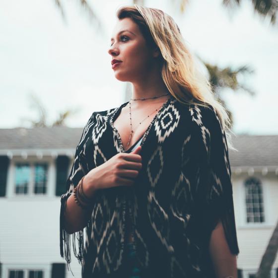 Țesăturile cu model etnic rămân la modă în 2018