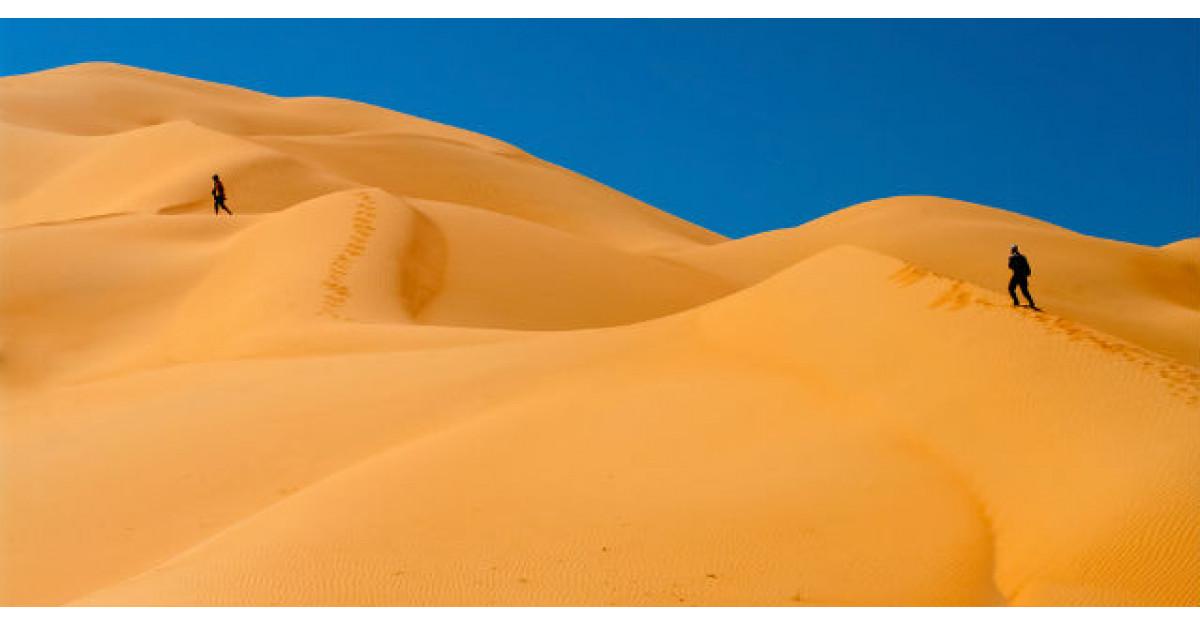 Doi barbati s-au ratacit in desert. Apoi unul dintre ei a facut ceva INCREDIBIL