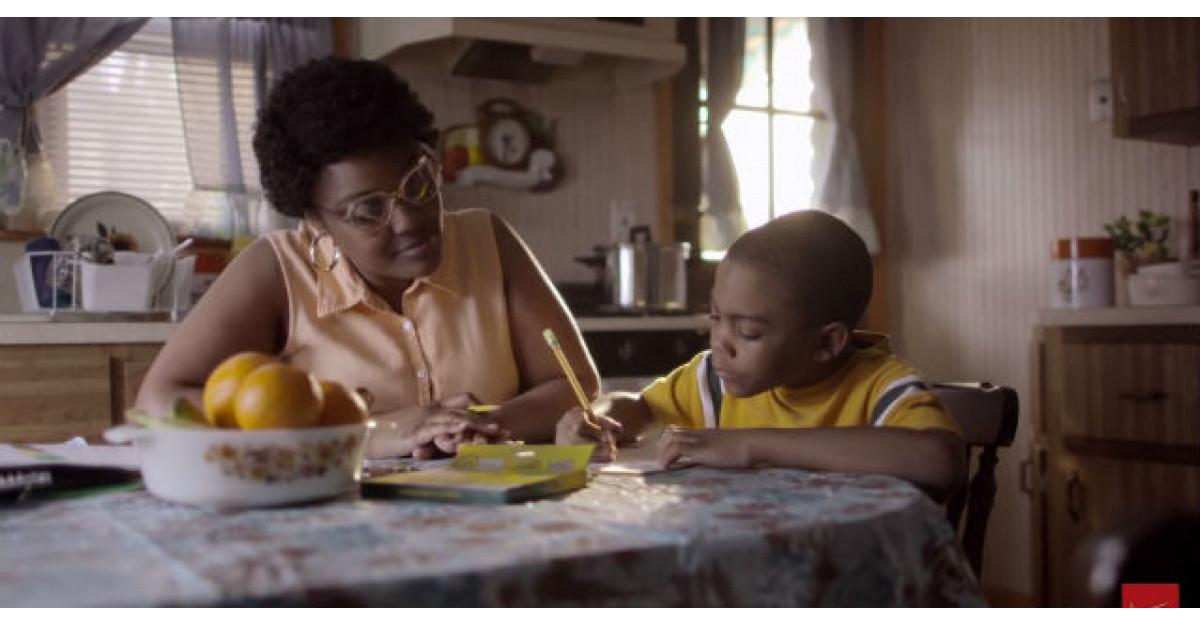 Video: Cand avea 7 ani, mama lui a facut ASTA. De atunci nu a mai vorbit cu ea
