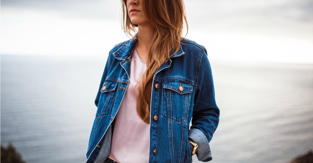 Ce jachete din denim combin cu rochii si fuste