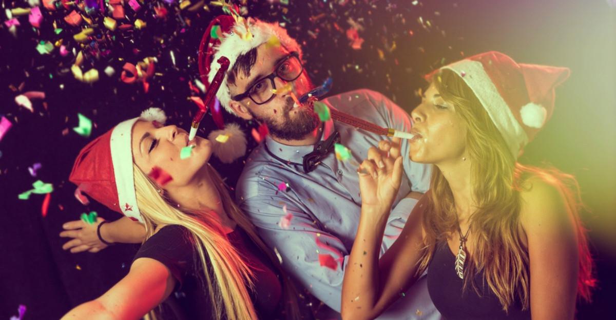 5 ținute complete pentru petrecerea de Crăciun de la birou