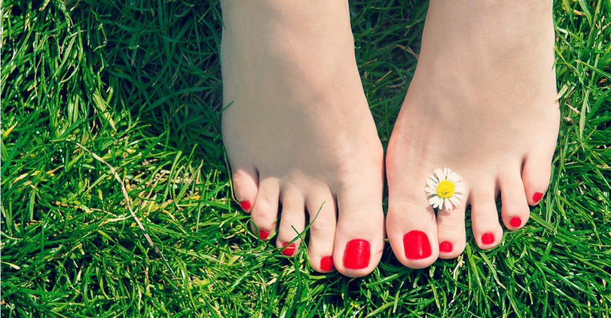 7 culori de vară pentru o pedichiură de senzație