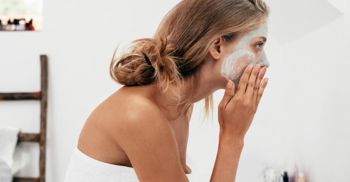 Cum te speli corect pe fata: Un dermatolog dezvaluie cele mai frecvente 3 greseli