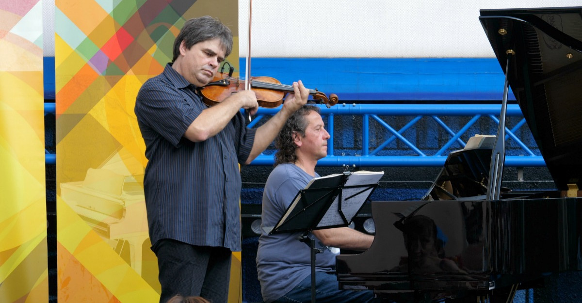 Gabriel Croitoru şi Vioara lui Enescu revin cu o avanpremieră în aer liber a turneului național din toamnă