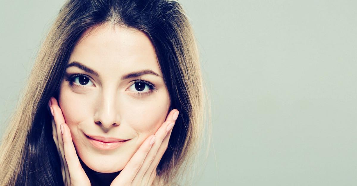 5 trucuri pentru a–ti proteja pielea fetei impotriva transpiratiei