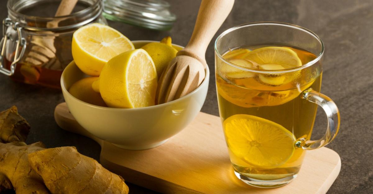 Elixirul de dimineață: Apă caldă cu miere şi lămâie