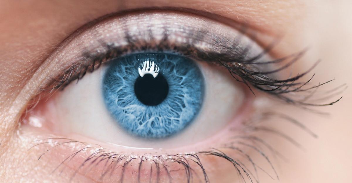 Secretul oamenilor cu ochi albastri