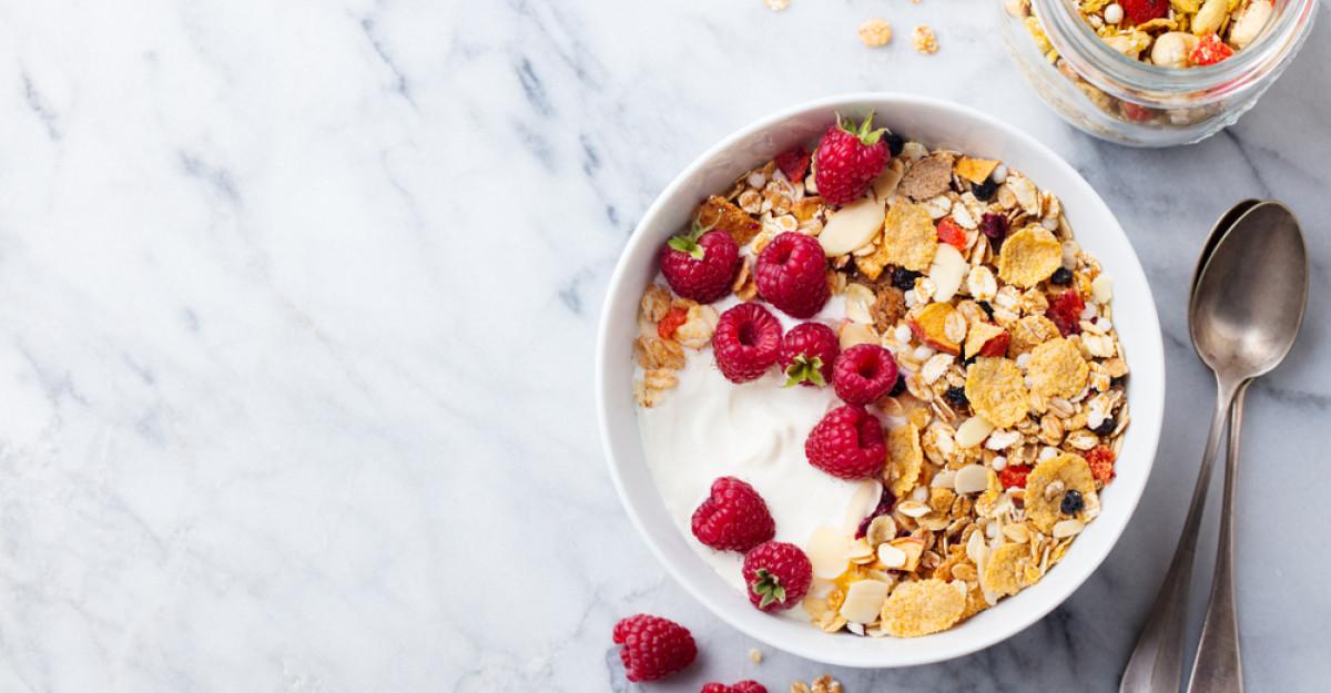 Noutăți de la Activia: Două noi sortimente de iaurt cu mix de cereale, semințe și fructe confiate