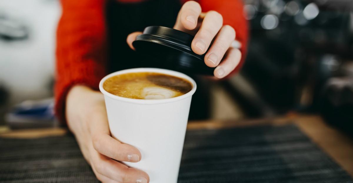 Obiceiul care face cafeaua foarte periculoasa