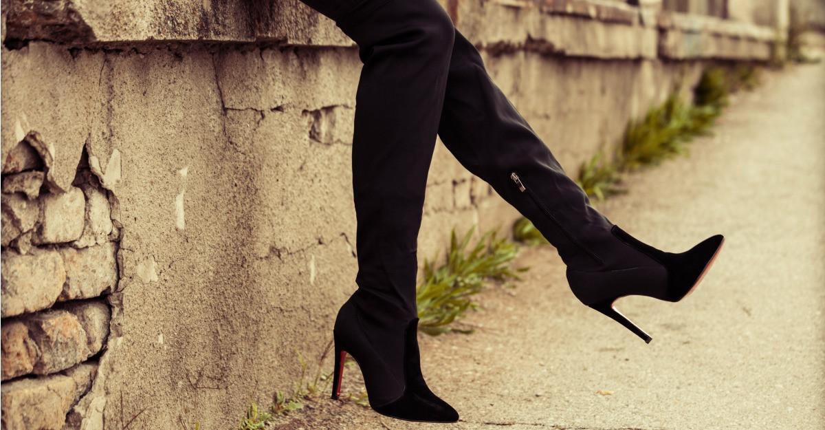 3 tinute smart casual cu cizme peste genunchi