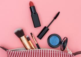 5 produse de make-up care nu trebuie sa-ti lipseasca din geanta