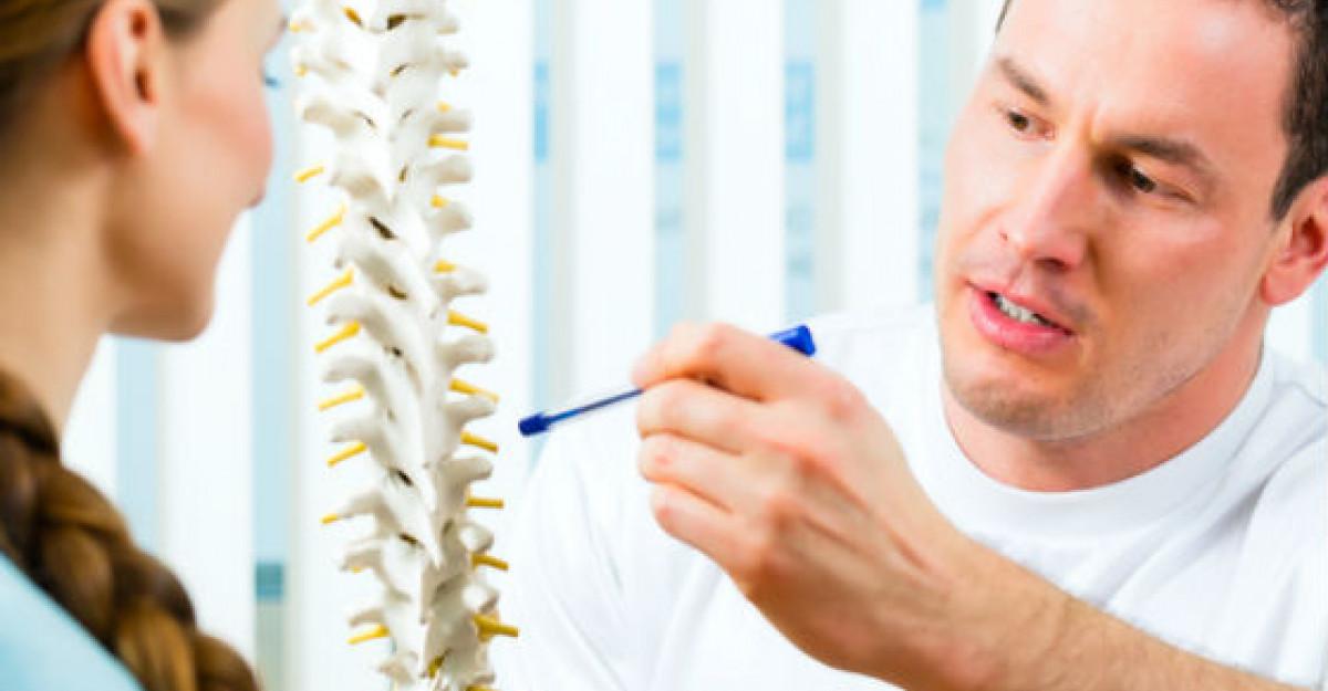AJUTOR: Durerea de spate poate fi semn al HERNIEI DE DISC