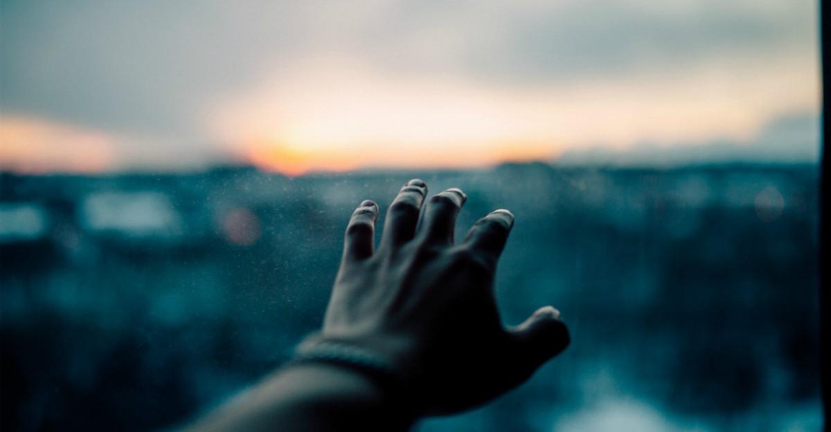 13 Motive pentru care persoanele care au un suflet batran isi gasesc greu iubirea