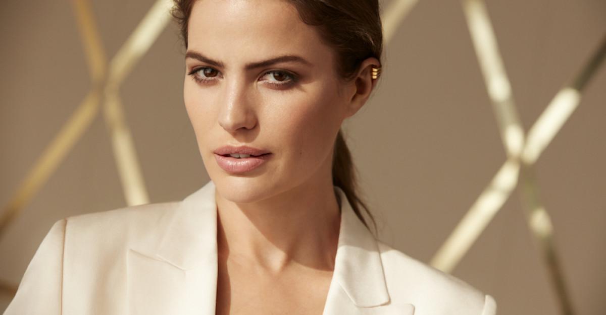 Sărbătorește frumusețea unui ten cu aspect natural, sănătos cu NOULMax Factor Miracle Second Skin