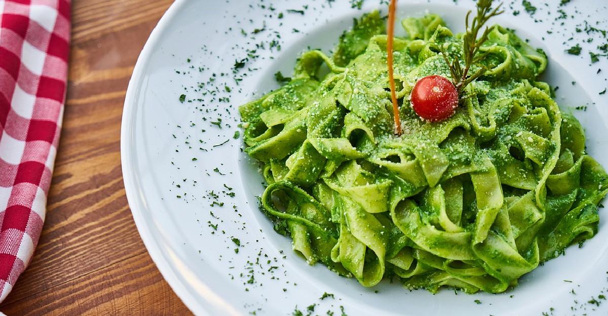 Cel mai verde sos pentru paste, plin de antioxidanti, grasimi sanatoase si arome bogate