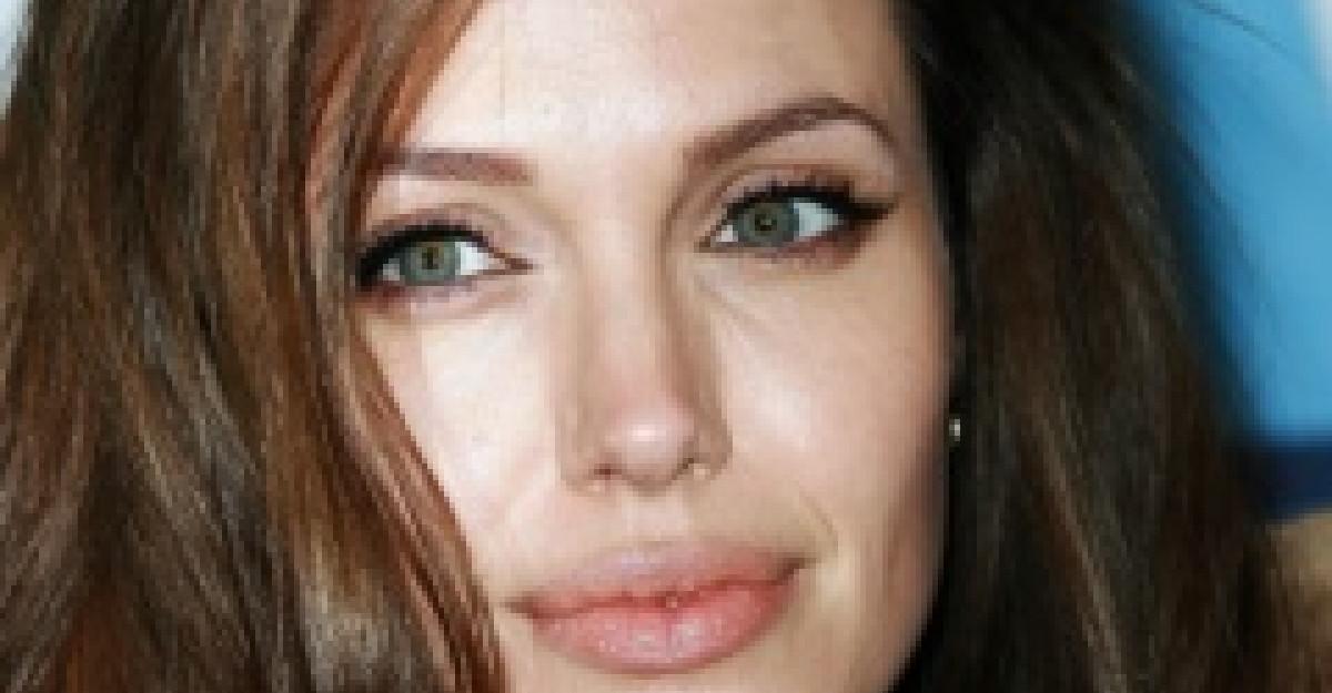 Practic: Machiaj sexy cat eyes, inspirat de Angelina Jolie