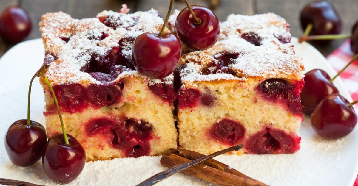 Prăjitură cu vişine. În 30 de minute este gata