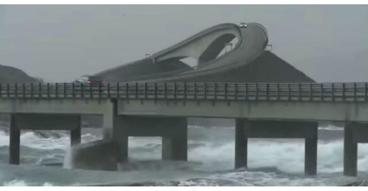 Video: Acesta nu este un drum obisnuit. Uite ce a surprins un tanar cu camera video