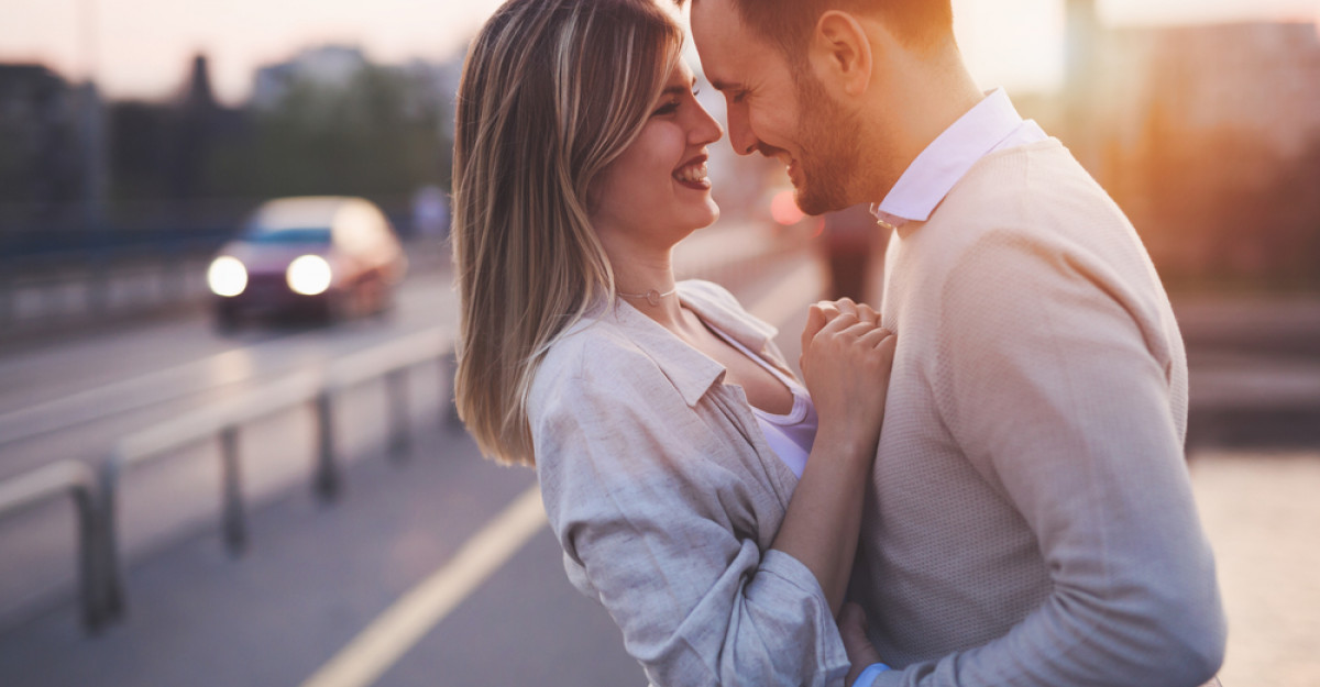 4 metode: Spune-i te iubesc fără să i-o spui
