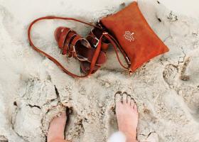 Sandale de plajă și papuci de vară - modele vesele în tendințe anul acesta