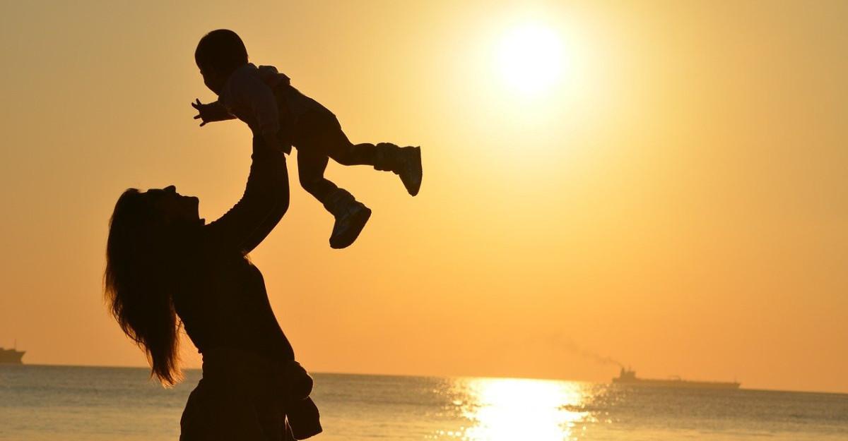 Cum cresti un copil sanatos emotional