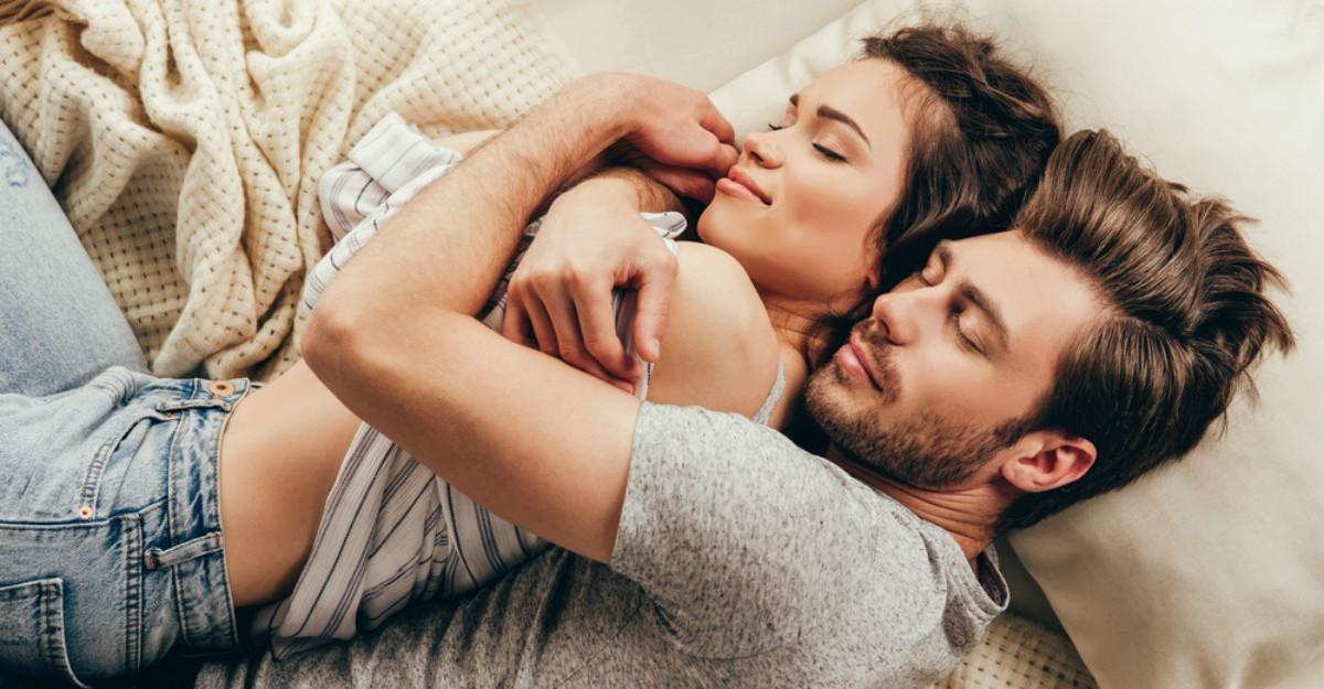 Care e diferenta dintre a fi indragostita si a iubi? Iata ce zic expertii
