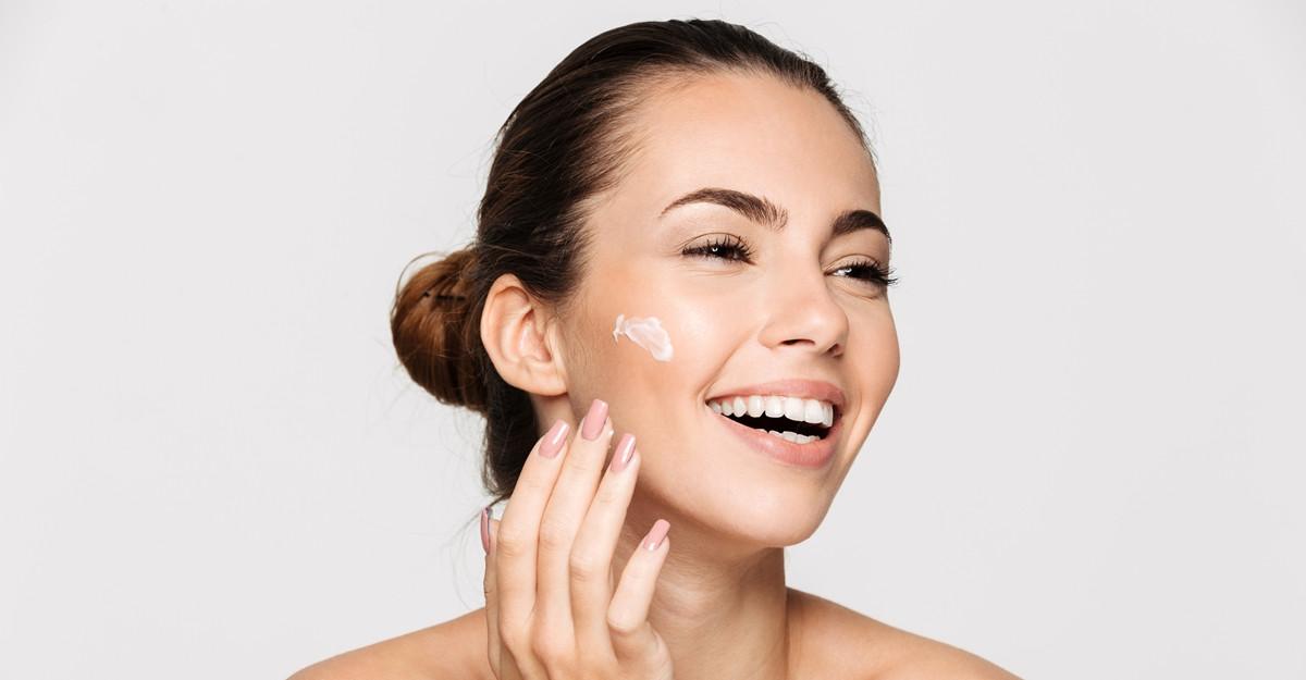 Șapte sfaturi oferite de dermatologi pentru prevenirea ridurilor