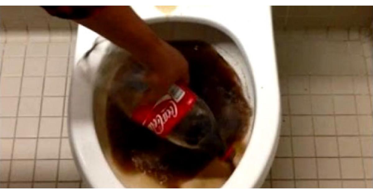Video: Toarna o sticla de Cola intr-un vas de toaleta. Motivul? Toti trebuie sa facem asta
