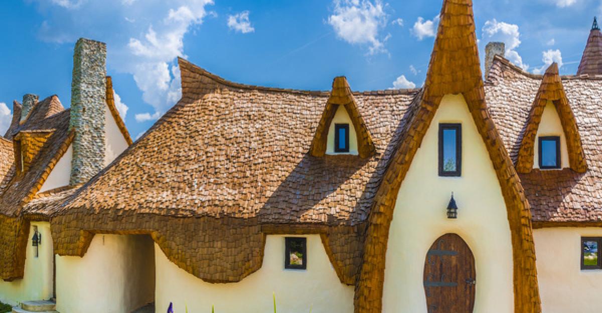 Locuri de poveste din România: castele, muzee și cascade pe care să le vizitezi în această toamnă