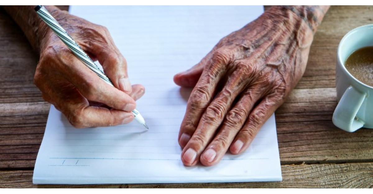 Acest barbat scrie in fiecare zi o scrisoare pentru sotia lui. Motivul iti va frange inima