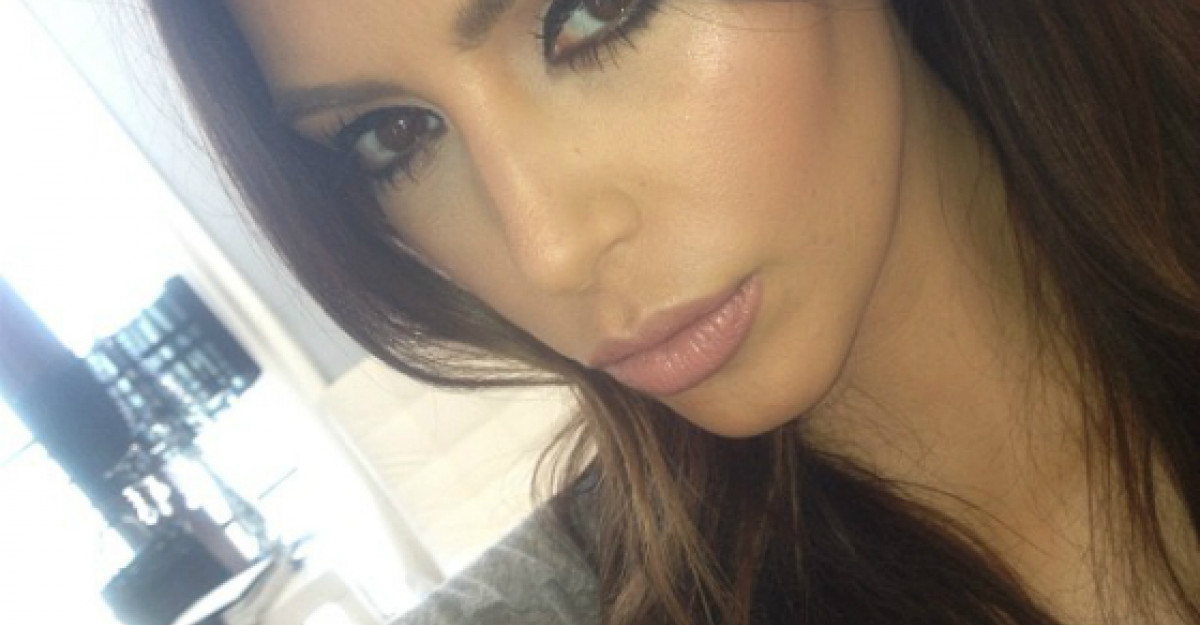 Cat te schimba machiajul: Kim Kardashian, inainte si dupa sedinta de machiaj