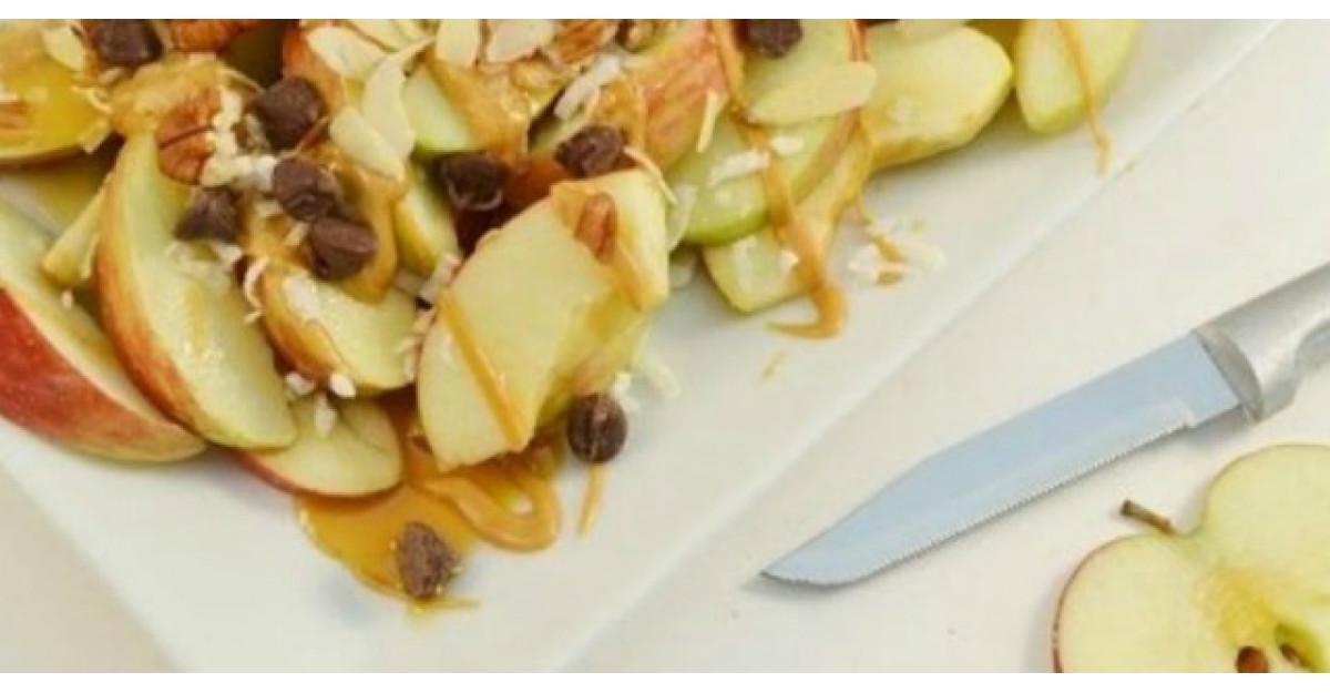 Video: Taie merele bucati, apoi face asta. DELICIOS