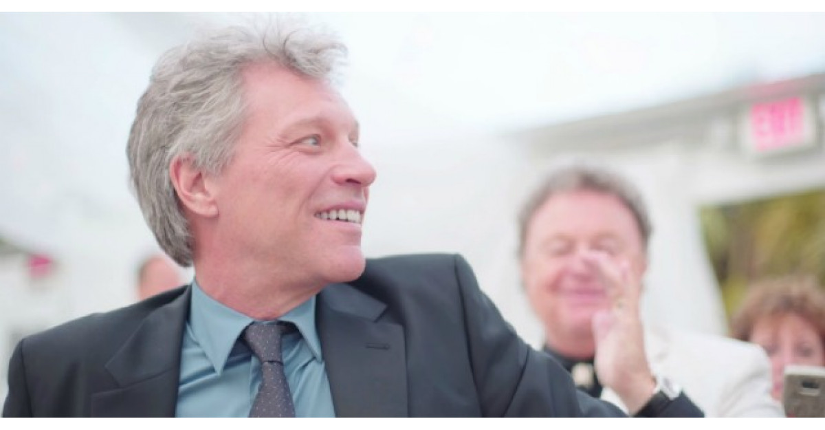 Jon Bon Jovi era la o nunta in calitate de invitat. Apoi ASTA s-a intamplat