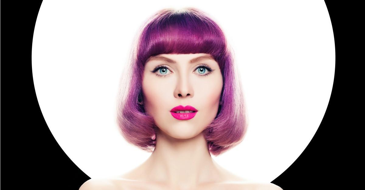Vopsea de păr în culori trăsnite vii tip fantezie
