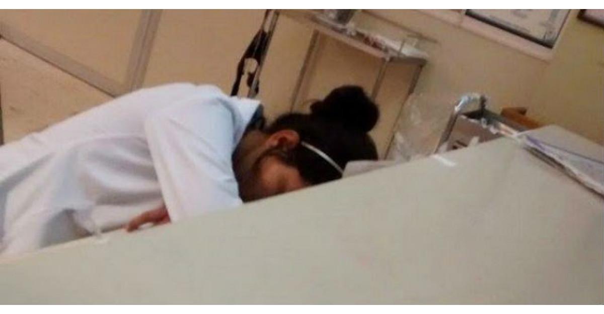 O rezidenta la medicina a fost prinsa dormind. Apoi medicii din lumea intreaga au facut ASTA