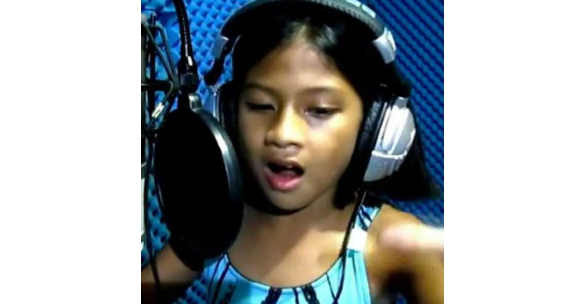 Video: Fetita de 10 ani despre care vorbeste intreg internetul. Si vedetele ar vrea sa o cunoasca!