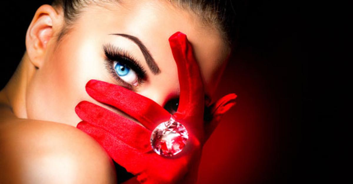 Riduri in jurul ochilor, pleoape lasate? Ce solutii propun specialistii