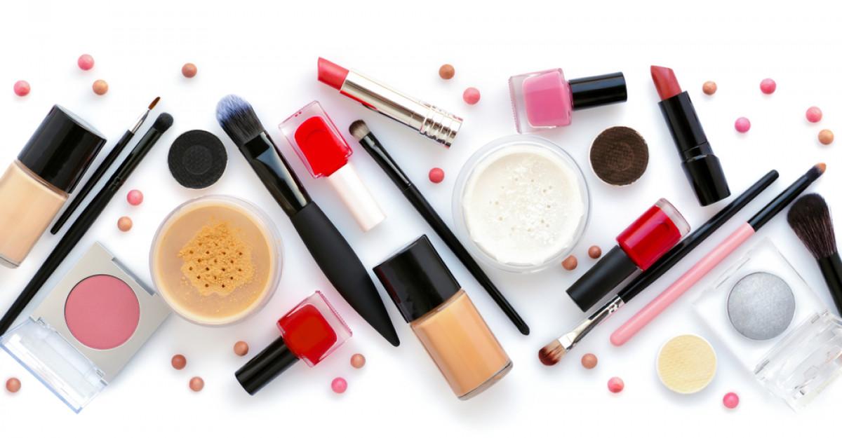 Ce produse cosmetice folosesc românii pe timpul verii și ce bugete alocă?