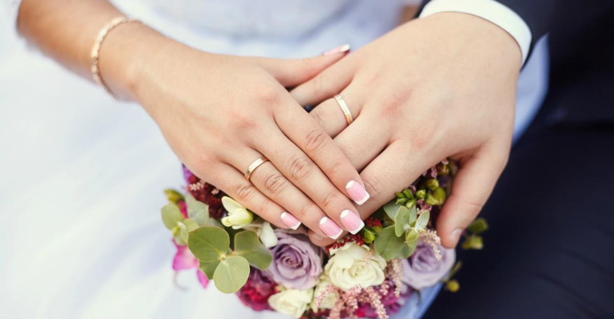 Tinerii se casatoresc mai rar: de ce suntem generatia anti-casnicie