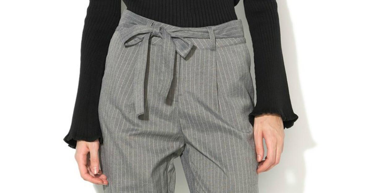 Pantalonii largi la dunga: must-have la birou pentru o tinuta altfel!