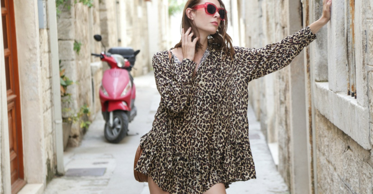 Un trend mereu în tendințe: 7 rochii animal print pentru un look rebel