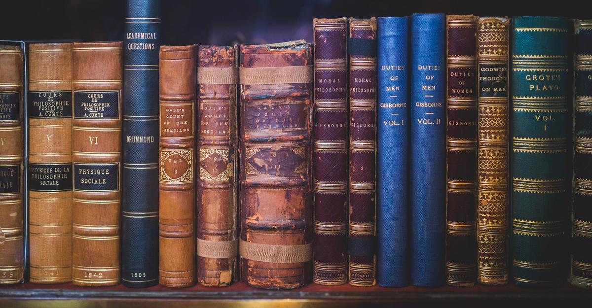 Ziua Internațională a Cărții la Editura DPH: Ghid în 23 de pași pentru a scrie prima ta carte