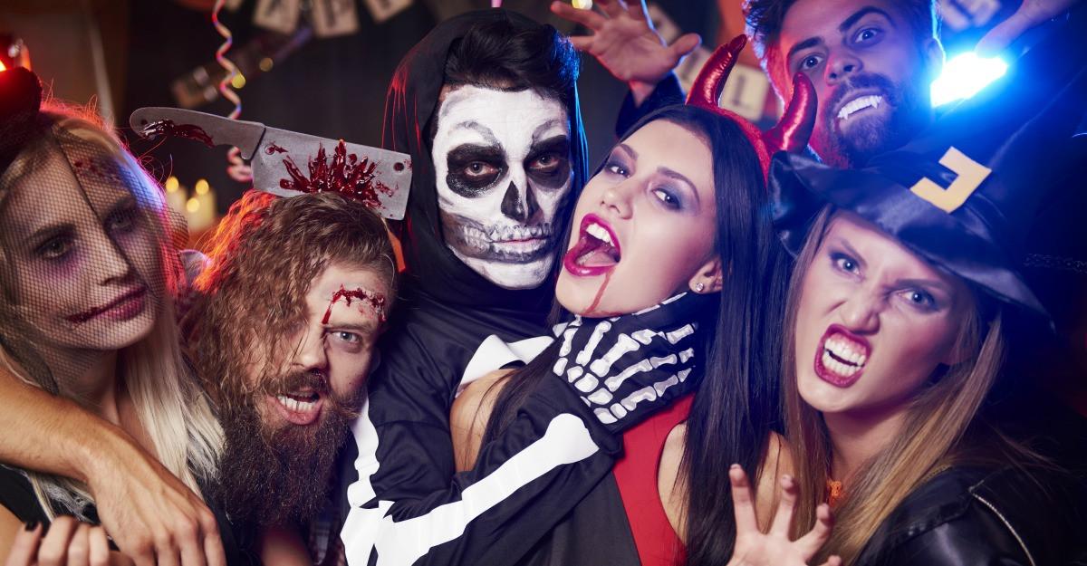 Accesorii pentru Halloween: cum sa te deghizezi cu bani putini