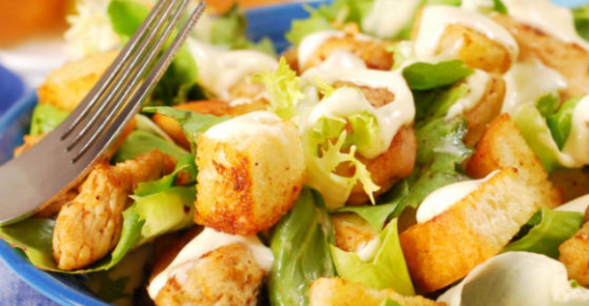 Sos pentru salata din 4 ingrediente minune
