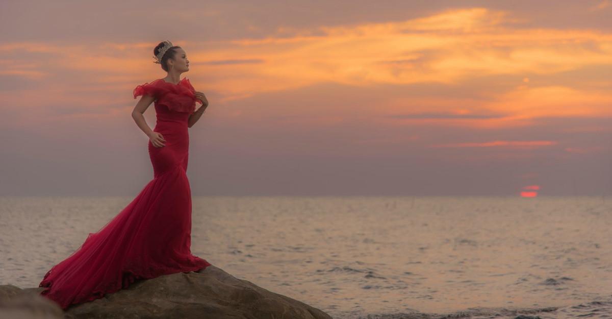 7 rochii lungi spectaculoase pentru ținute maxi-chic